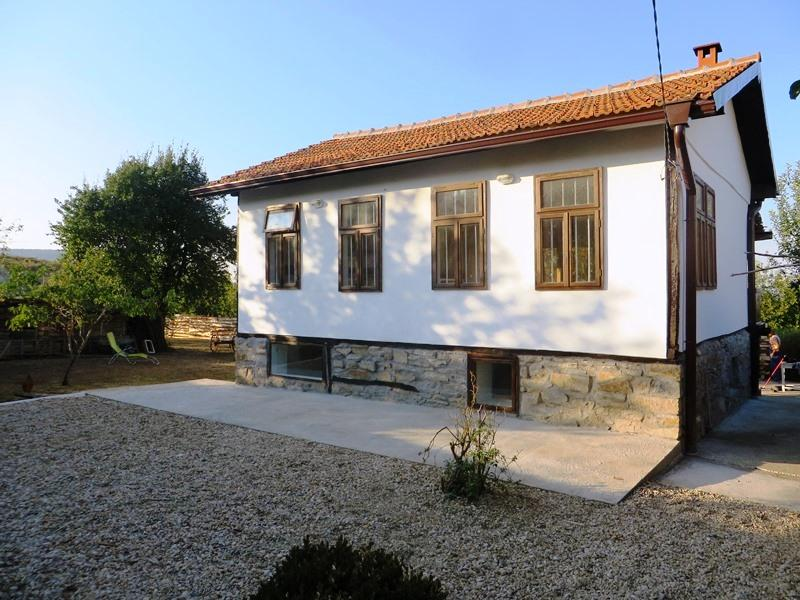 A stylish, beautifully renovated 2 bedrooms house, ideally located in the village of Dragizhevo.