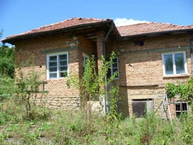 An old house in need of renovation with around 2000 sq m of land and stunning views.