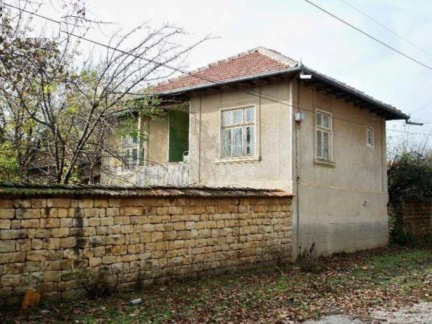 A solid two bedrooms house with 950 sq m of garden, nicely located in the well organized village of Polski Senovets.