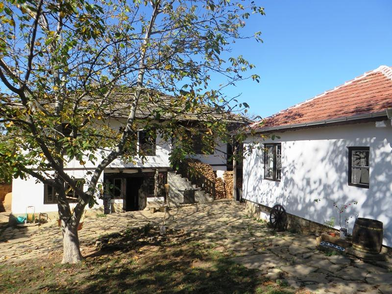 A gorgeous fully renovated traditional house with a guest house, a stone barn and 1500 sq m of land.