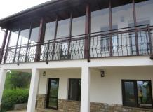 A beautiful 2 bedrooms house with stunning mountain views.