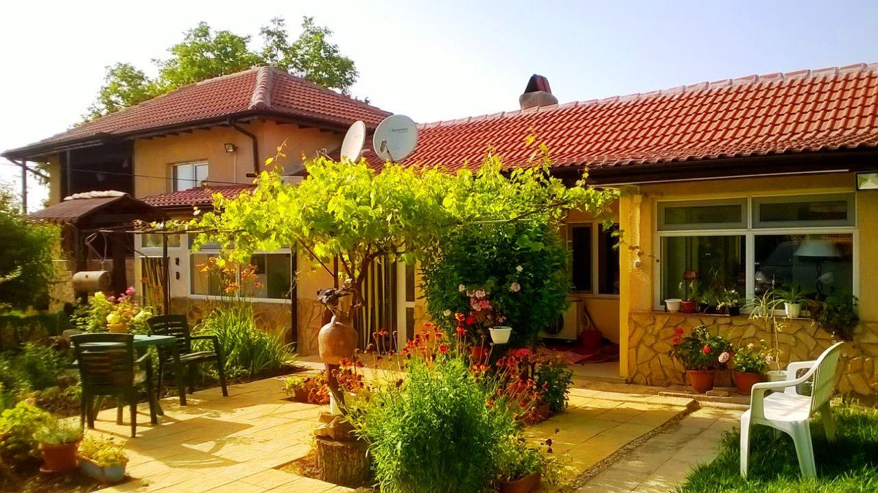 A renovated 3 bedrooms / 4 bathrooms house with 2200 sq m garden and a garage. 40 min. drive to the coastal town of Varna.