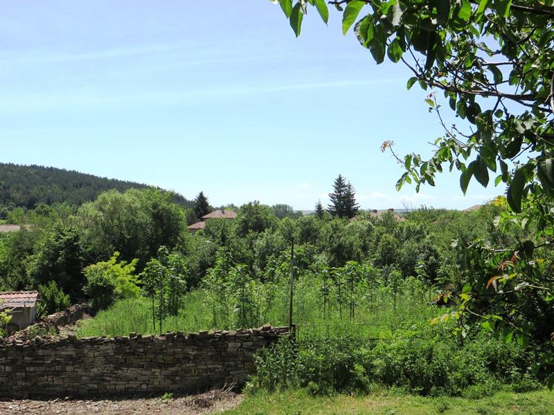 A plot of land with lovely views. Situated near to the centre of a large, well organized village.