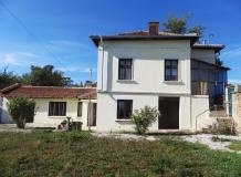 A partly renovated 3/4/ bedooms house, situated at the edge of the town of Suhindol.