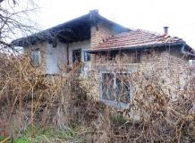 An old house with 1600 sq m of land, located in the village of Klimentovo.