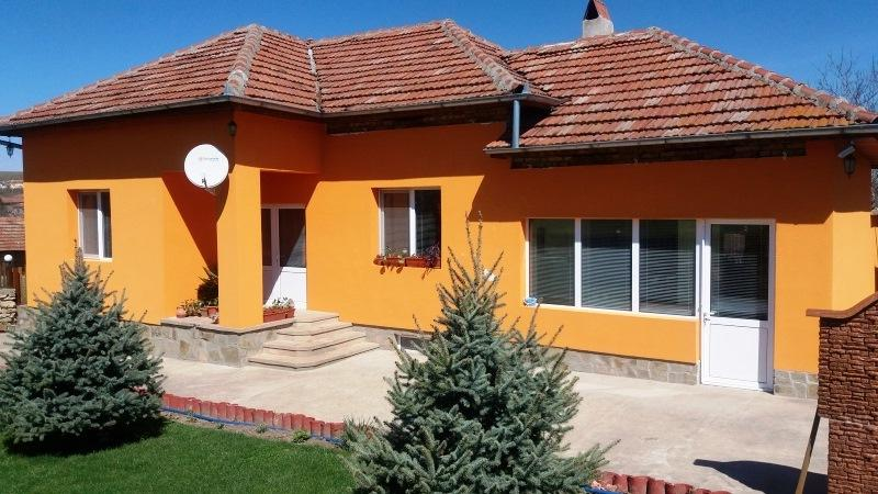 A fully renovated 3 bedrooms house with nearly 5000 sq m of land.