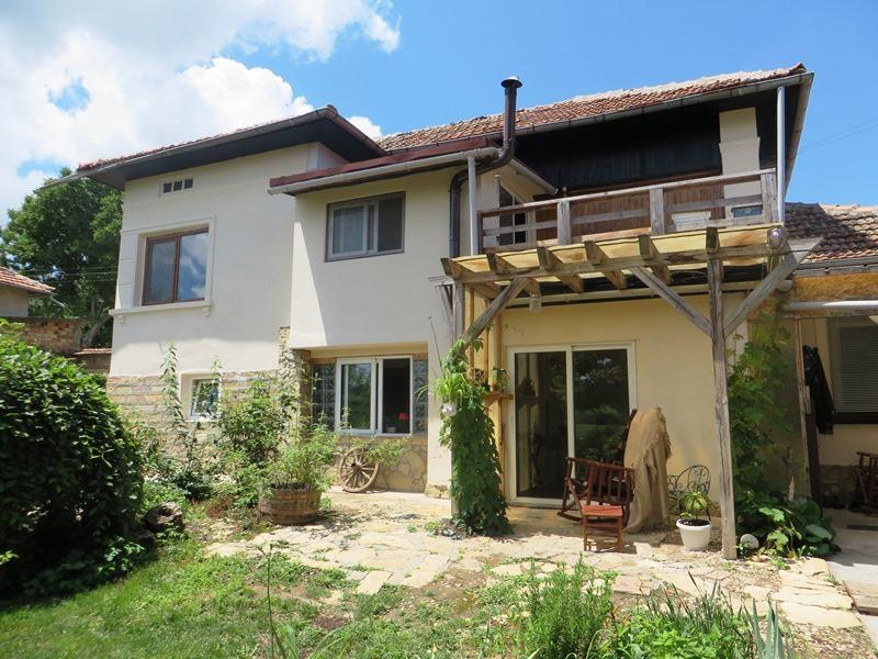 A lovely renovated 2 bedrooms house with a barn, 1000 sq m of land and gorgeous views.