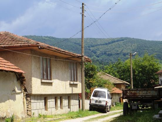 A two bedrooms house, ideally located in the very well organized village of Dzhulyunitsa, 20 min drive to the city of Veliko Tarnovo