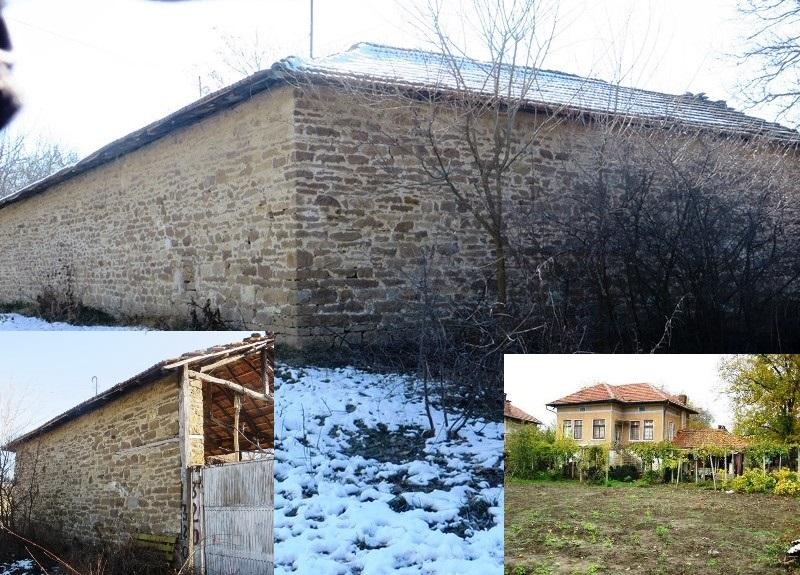 A solid 2 bedrooms house with fantastic L shape stone barn, nicely located in the village of Dichin.