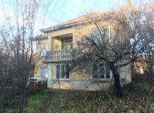 A spacious 3 bedroms house with 2000 sq m of land, located at the edge of the well organized village of Polski Senovets.